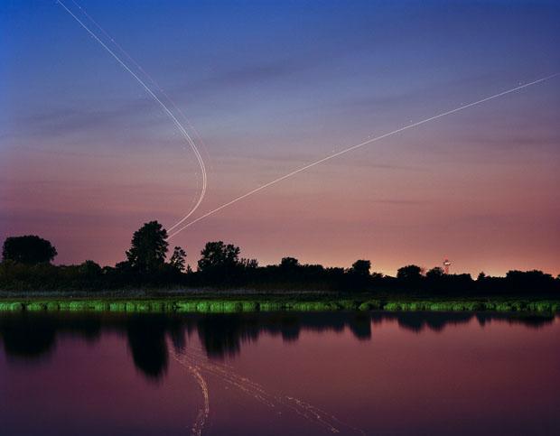 As fotos de Nachtfluge foram tiradas com o com o tempo de exposição com mais de 4 minutos (Foto: Reprodução/ Kevin Cooley)