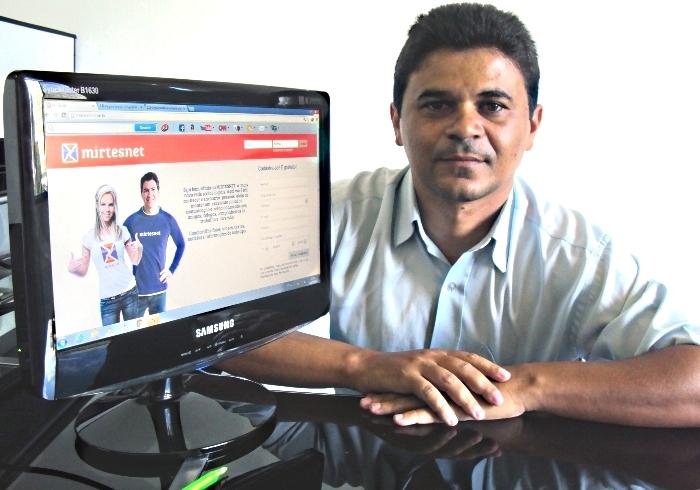 Carlos é o fundador da Mirtesnet, conhecida como o 'Facebook brasileiro' (Foto: Reprodução/GizmodoBR)