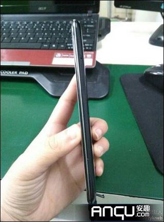 O Oppo R809T terá apenas 6,13 mm de espessura, 1 mm mais fino que o iPhone 5 (Foto: Reprodução/Anqu)