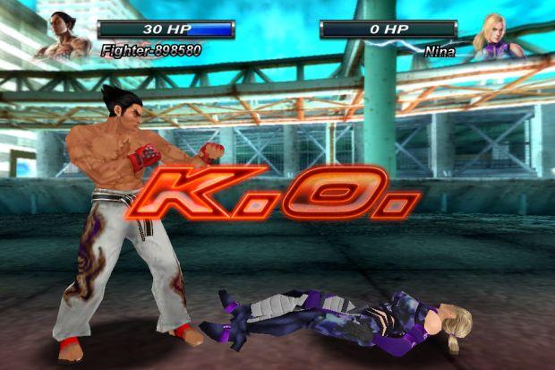 Kazuya derrota Nina em Tekken Card Tournament (Reprodução/Pedro Zambarda/Namco)