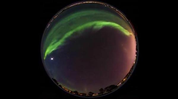 Aurora boreal registrada por panorâmica feita pelo fotógrafo Göran Strand (Foto: Reprodução/Petapixel)