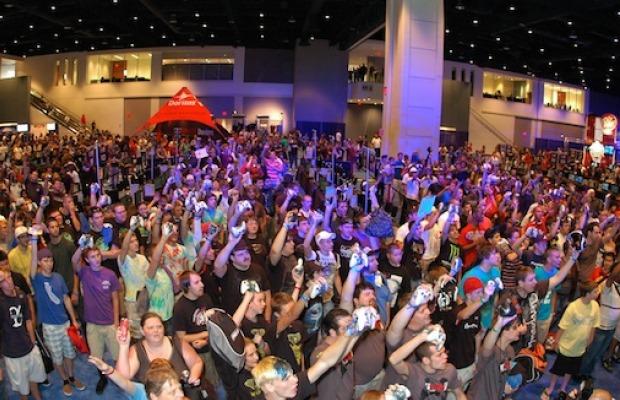 Jogadores e espectadores vibrando em evento lotado da MLG em 2011 na cidade de Dallas(Foto: Divulgação)