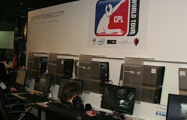 Jogadores competindo na turnê mundial do evento (Foto: Reprodução/IGUK)
