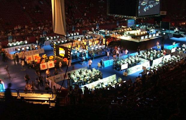 Jogadores disputam as finais da ESWC em 2006(Foto: Reprodução/ESFrance.net)