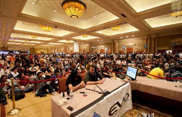 Competidores e espectadores assistindo as competições (Foto: Reprodução/Kotaku)