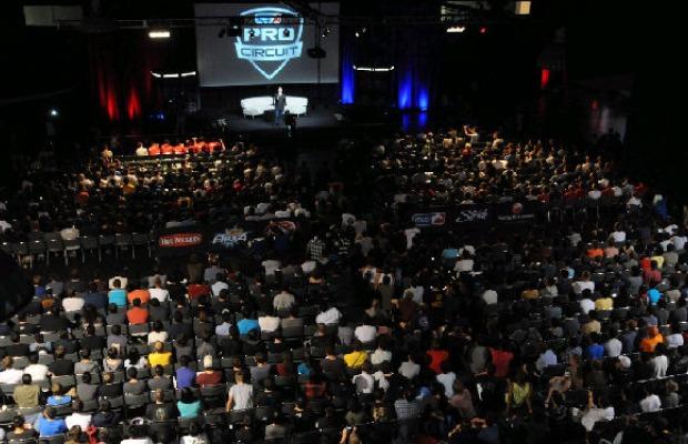 Centenas de pessoas assistindo ao circuito profissional (Foto: Reprodução/Goodnight Raleigh)