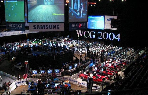 O grande salão usado na edição de 2004 (Foto: Reprodução/Peter Kaminski)
