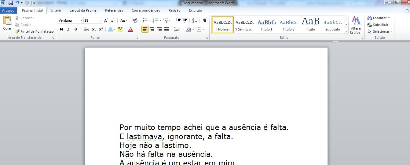 """Poema """"Ausência"""", de Carlos Drummond de Andrade, formatado em Verdana 18 (Foto: Reprodução/Marcela Vaz)"""