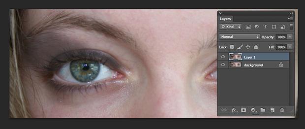 Aplicação da ferramenta ao redor dos olhos. (Foto: Reprodução/André Sugai)