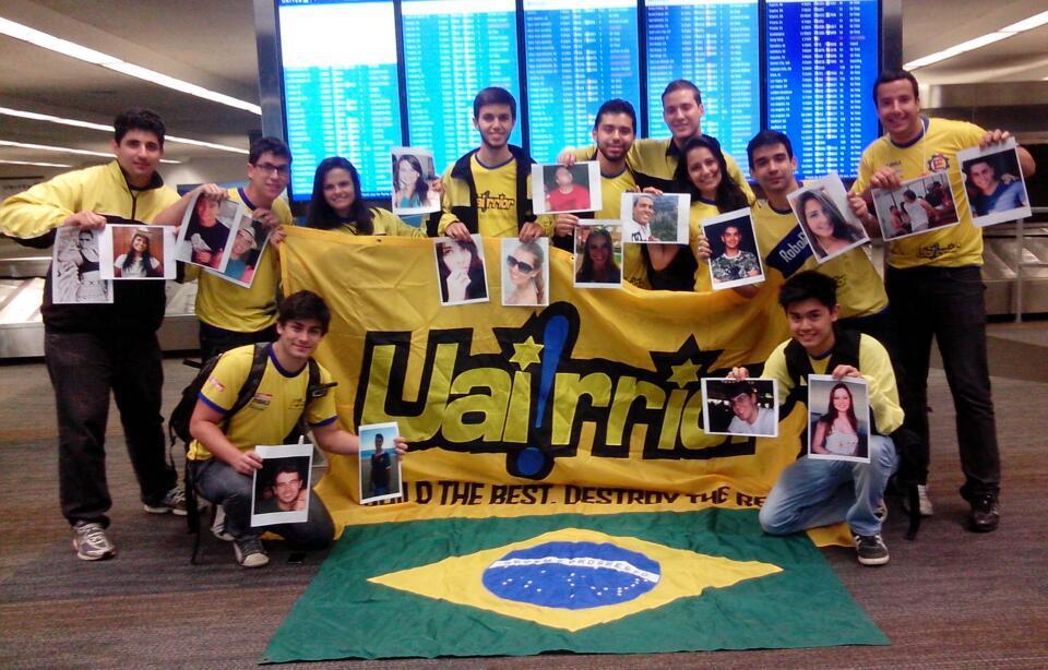 Equipe da Universidade Federal de Itajubá no aeroporto após a RoboGames 2013 (Foto: Arquivo Pessoal)