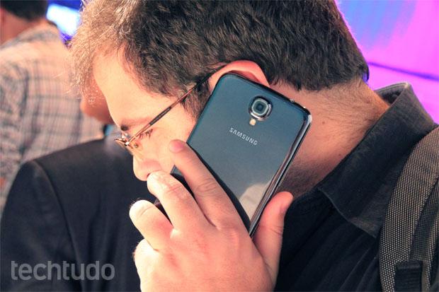 Galaxy Mega é uma mistura de smartphone e tablet (Foto: Allan Melo/TechTudo)