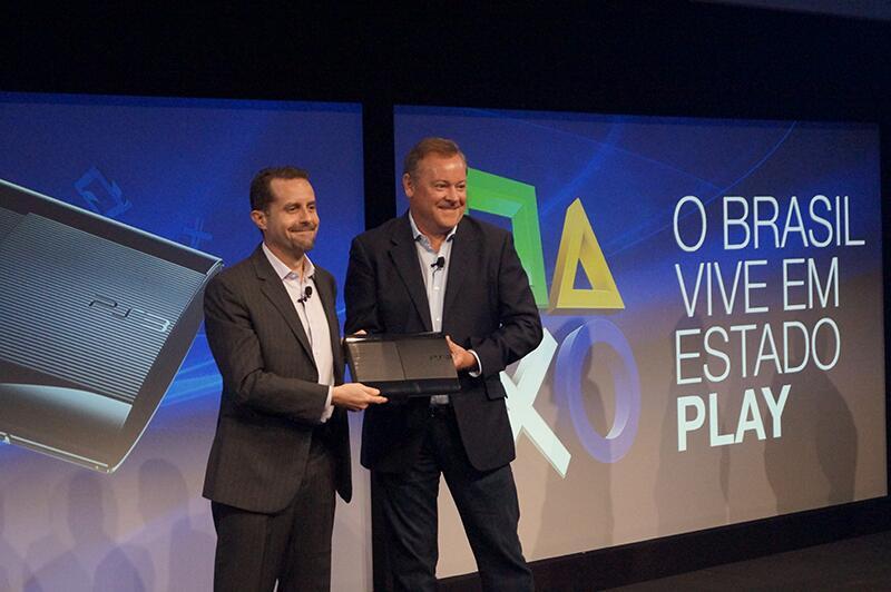 O primeiro PS3 produzido no Brasil (Foto: Divulgação)