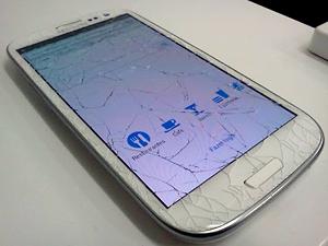 Usuário mostra imagem de um Samsung Galaxy SIII com a tela quebrada (Foto: Reprodução/Google Plus/João Rangel)