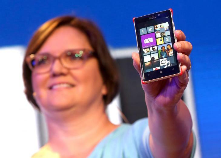 Lumia 925 é o novo top de linha da Nokia com Windows Phone 8 (Foto: Divulgação)