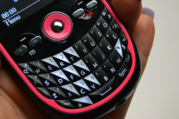Niivo IIVA4 NB-4320 tem teclado QWERTY completo (Foto: Stella Dauer)