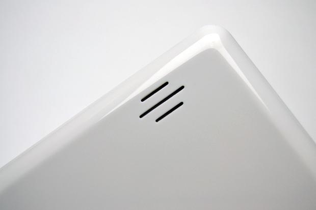 Única saída de som do tablet ICOO (Foto: Stella Dauer)