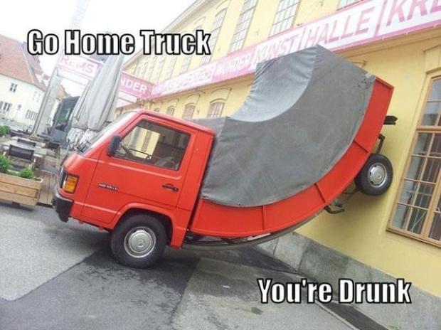 """Na imagem, """"Vá para casa, caminhão. Você está bêbado"""" (Foto: Reprodução/Bored Panda)"""