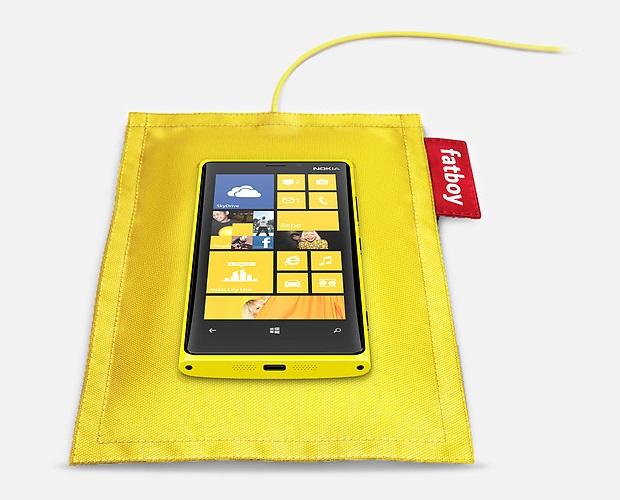 Almofada de alimentação sem fio para smartphone Nokia Lumia 920 com padrão Qi (Foto: Divulgação)