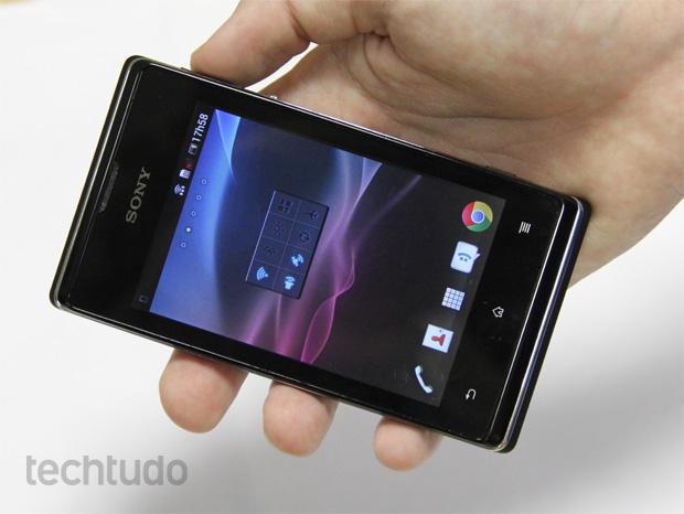 Xperia E Dual, o smartphone de dois chips da Sony (Foto: Isadora Díaz/TechTudo)