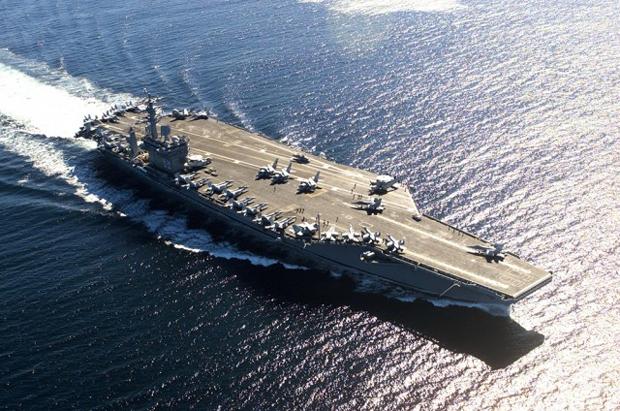 Porta-aviões norte-americanos podem começar a imprimir suprimentos e material no meio do oceano (Foto: Reprodução)