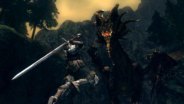 Matar um dragão como esse poderia se tornar um tormento em Dark Souls(Foto: Divulgação)