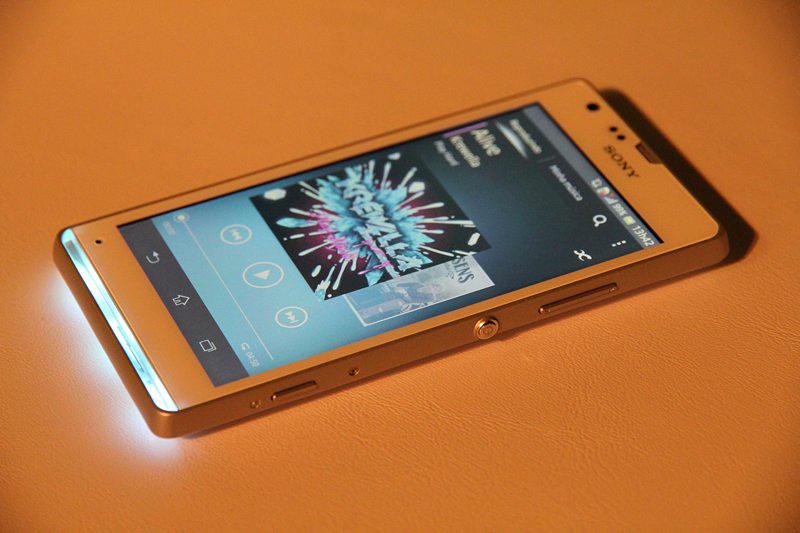 Sony Xperia SP com sua barra de status acesa (Foto: TechTudo / Fabrício Vitorino)