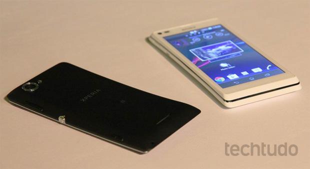 Xperia L, smartphone mais econômico do que o SP (Foto: Fabrício Vitorino/TechTudo)