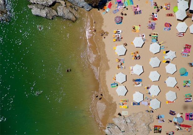 Praia de Albatroz, Portugal (Foto: Reprodução/Gray Malin)