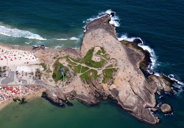 Praia do Arpoador, Rio de Janeiro (Foto: Reprodução/Gray Malin)