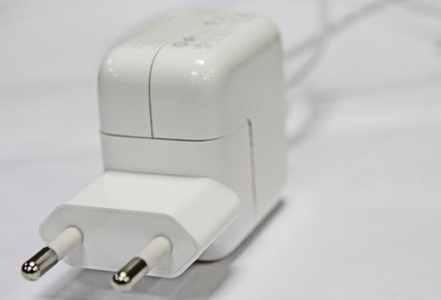 Carregadores alternativos para aparelhos da Apple podem causar estragos (Foto: TechTudo)