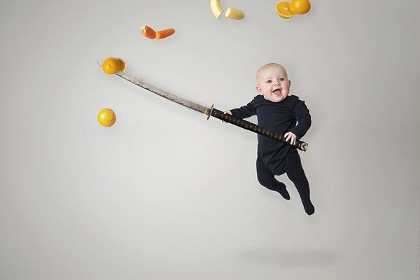 "Signhild brincando de ""Ninja Fruit"". (Foto: Emil Nystrom)"