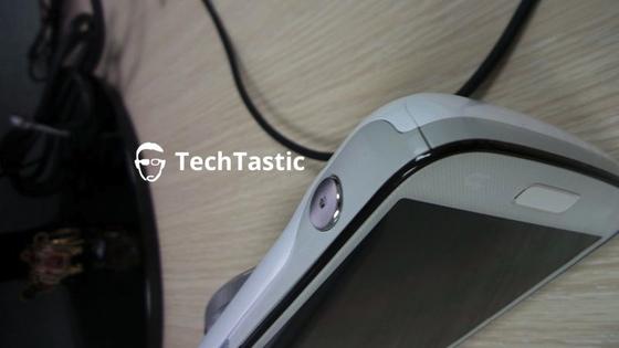 Galaxy S4 Zoom vaza na web (Foto: Reprodução/TechTastic)