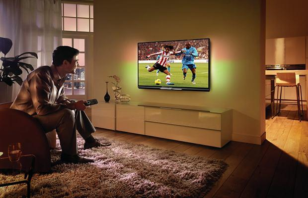 SmartTV da Philips renova o clima do ambiente para o jogo com o AmbiLight (Foto: Divulgação)