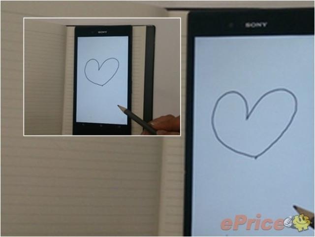 Xperia Z Ultra e seu display supersensível manipulado com um lápis (Foto: Reprodução/Ubergizmo)