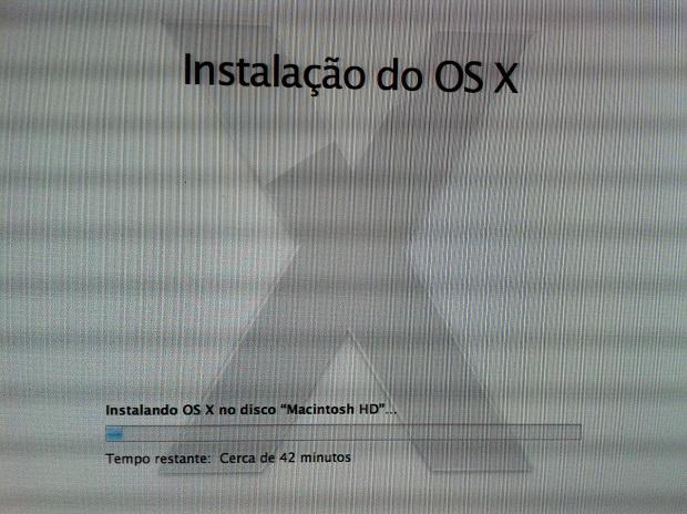 Instalação do OS X Mavericks em andamento (Foto: Reprodução/Edivaldo Brito)