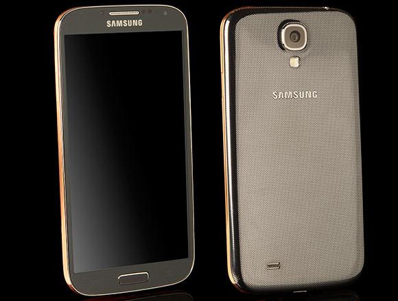 """Galaxy S4 """"requintado"""" substitui a carcaça de plástico por ouro (Foto: Divulgação)"""