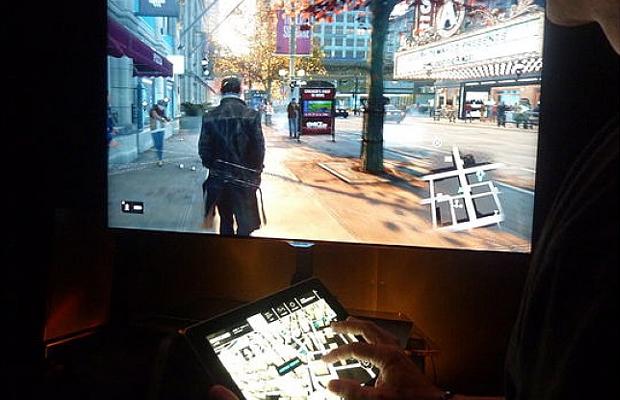 Com um tablet em mãos seus amigos podem caçar você em Watch Dogs (Foto: strategyinformer.com)