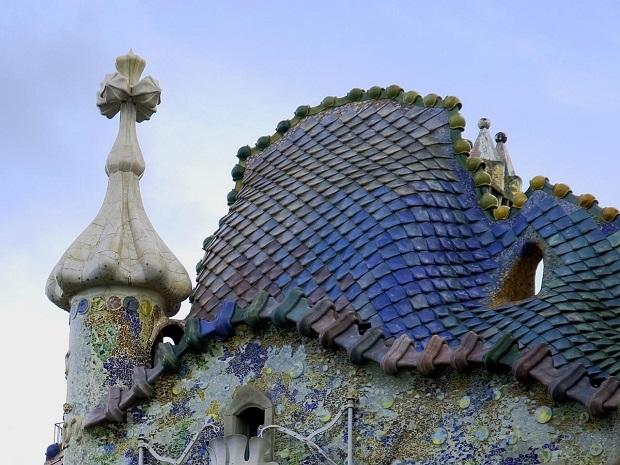 Telhado da Casa Batlló feito por Gaudí, em Barcelona (Foto: Reprodução/Gwarlingo)