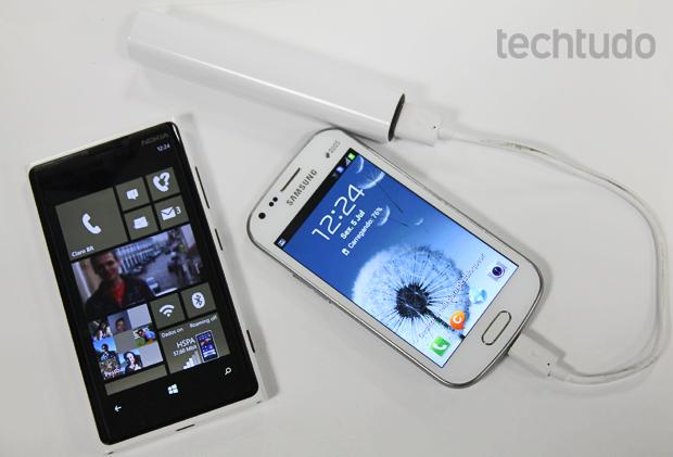 Nokia DC-16 tem saída microUSB, compatível com a maioria dos smartphones (Foto: Elson de Souza/TechTudo)