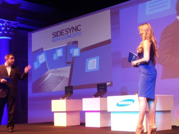 A apresentadora Renata Fan mostrou o recurso SideSync, da Samsung (Foto: Pedro Zambarda/TechTudo)