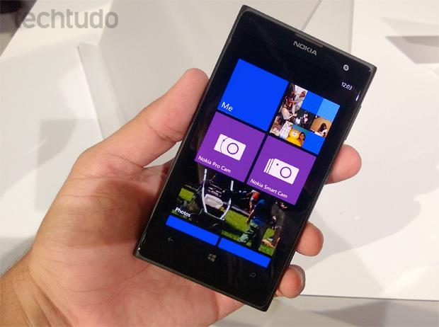 """Lumia 1020, o """"cameraphone"""" da Nokia visto de frente (Foto: Allan Melo/TechTudo)"""