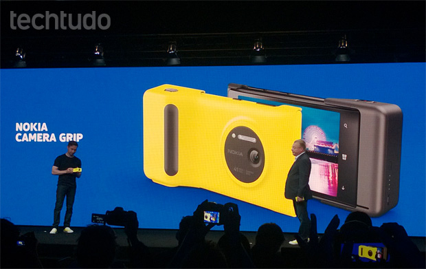 Lumia 1020 e o camera grip (Foto: Allan Melo/TechTudo)