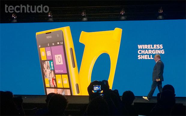 Case para carregamento sem fio do Lumia 1020 (Foto: Allan Melo/TechTudo)