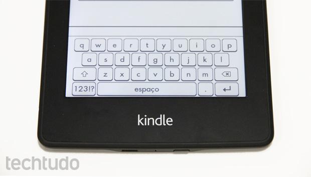 Teclado do Kindle Paperwhite facilita na hora de fazer anotações em livros (Foto: Isadora Díaz/TechTudo)