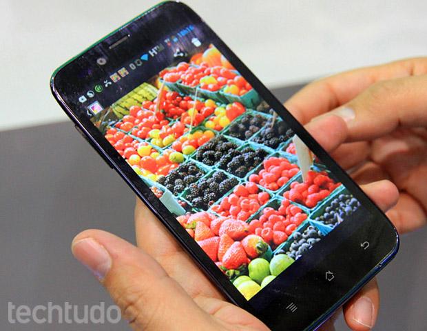 Smartphone Plus SK504 da CCE (Foto: TechTudo / Rodrigo Bastos)