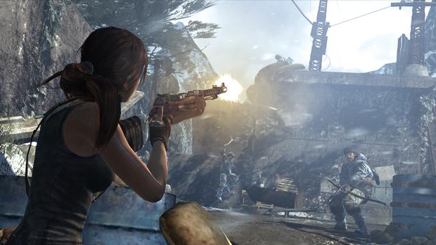 Jogabilidade de Tomb Raider traz tiroteios intensos. (Foto: Divulgação)