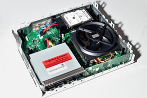 Interior do Xbox One mostra grande cooler (Foto: Eurogamer)
