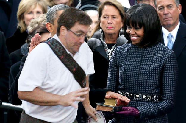 """O cara no meio do caminho também """"invadiu"""" a posse do presidente norte-americano Obama (Foto: Divulgação)"""