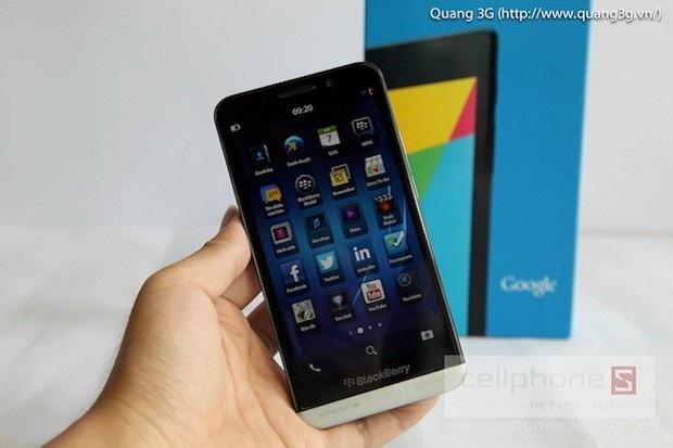 Novo BlackBerry vazou na web (Foto: Reprodução/Engadget)