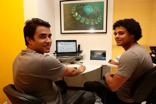 Os criadores Fillipe Norton, à esquerda, e Márcio Vicente, à direita (Foto: Mila Cordeiro)